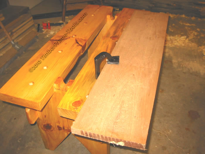 Sawbench with holdfast